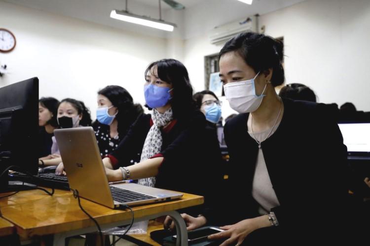 Giáo viên Hà Nội trong buổi tập huấn kỹ năng dạy học trực tuyến